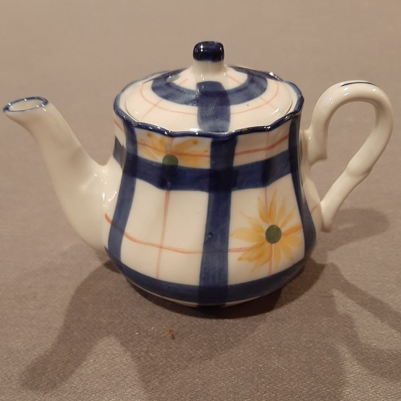 Small Plaid Teapot